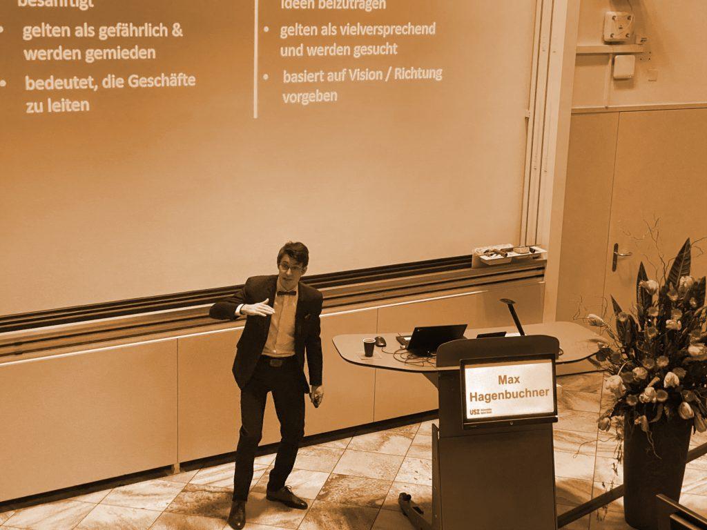 Hagenbuchner bei Vortrag